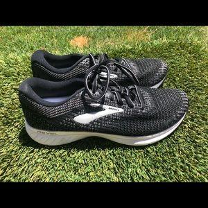 Women's Brooks Revel 3 Running shoes sz 9.5